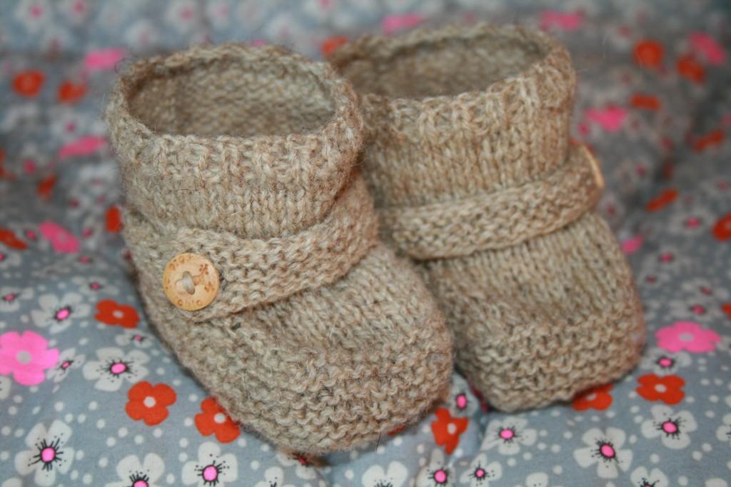chaussons bébé beiges